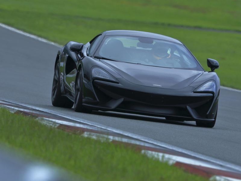 マクラーレン McLaren ファーストガレージ
